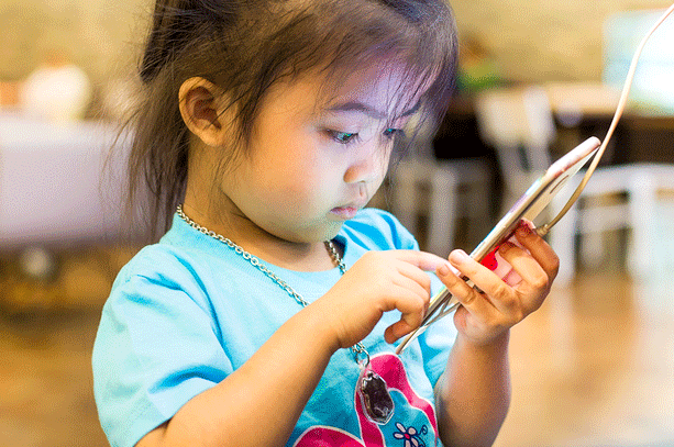 Are Toddlers Too Young To Use Smartphones
